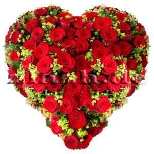 Blumengesteck Herz aus Rosen und Frauenmantel